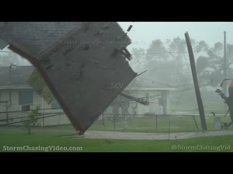 Hurricane Ida Hits Lockport, LA And Sends Roof Flying – 8/29/2021